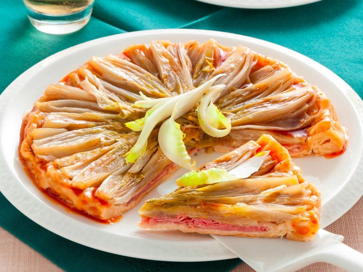 Torta salata con pasta sfoglia e indivia