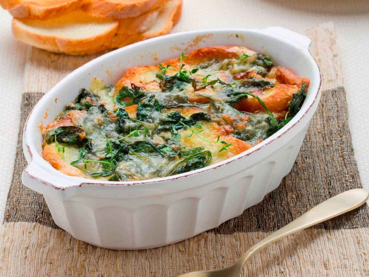 Zuppa di pane con biete e formaggio