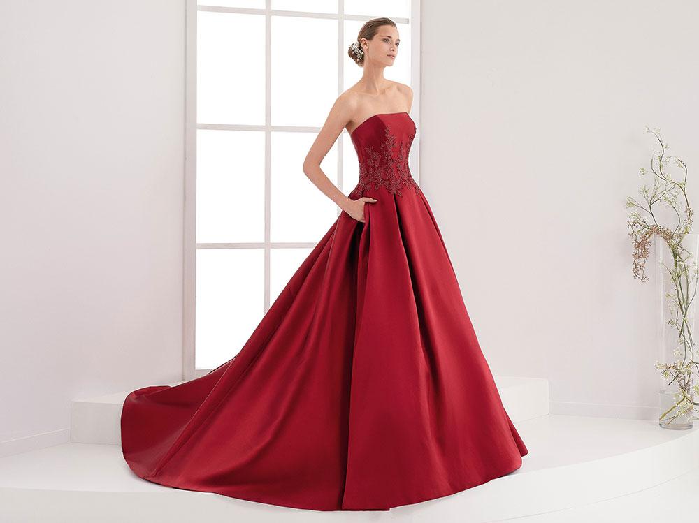 best service 6e9ae 20943 Abiti da sposa colorati 2018: corti, classici e particolari