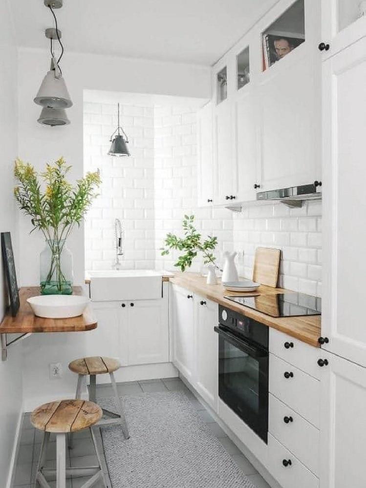 Come inserire il tavolo in una cucina piccola 10 idee da copiare - Mensola cucina ikea ...