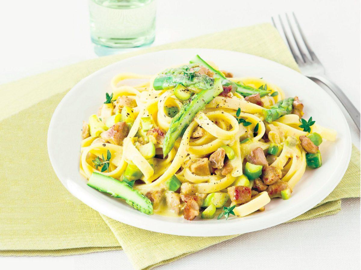 Pasta fresca con asparagi e ragu di agnello