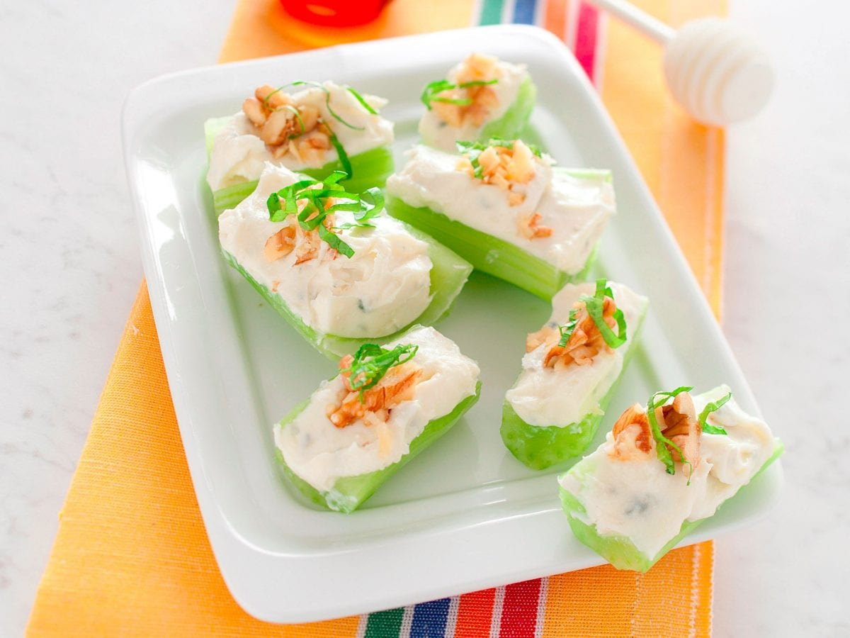 Stuzzichini al sedano con mascarpone e gorgonzola