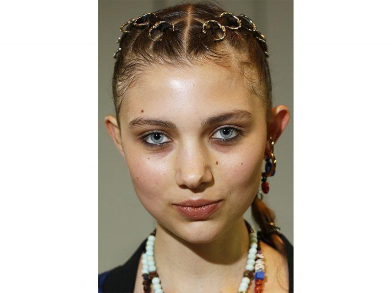 acconciature sfilate primavera estate 2018 capelli raccolti (1)