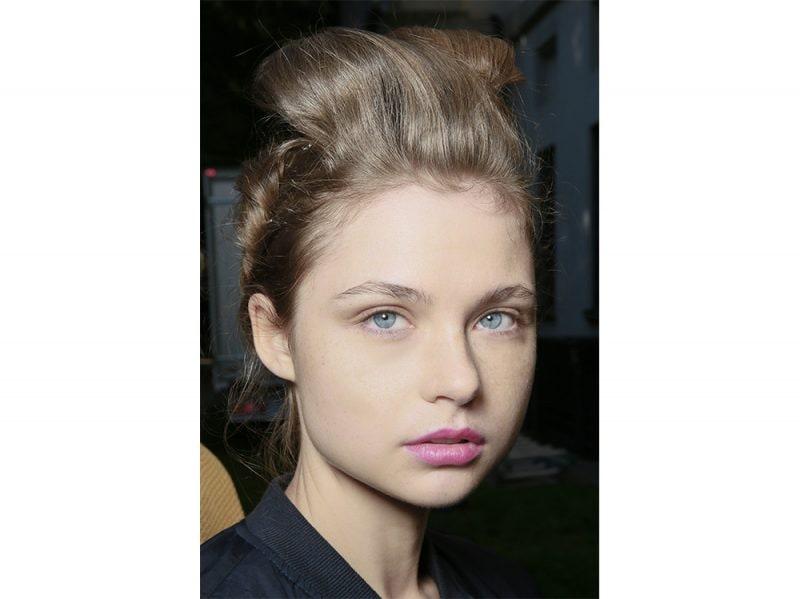 acconciature sfilate primavera estate 2018 capelli raccolti (6)