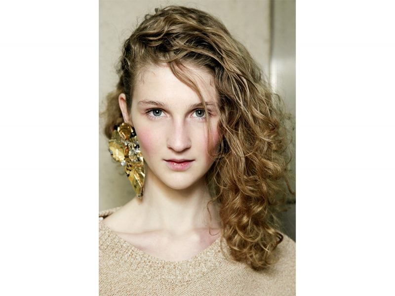 acconciature sfilate primavera estate 2018 capelli semi raccolti (7)