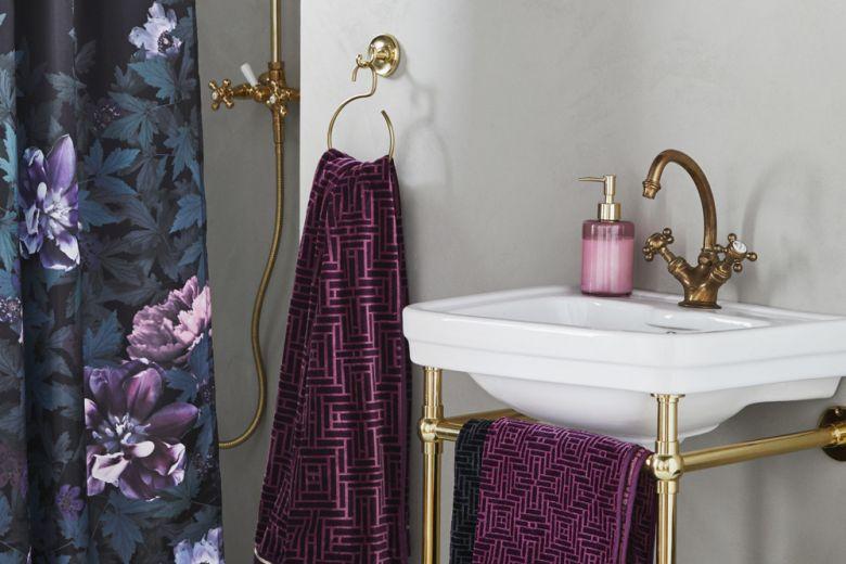 10 idee per arredare un bagno molto piccolo
