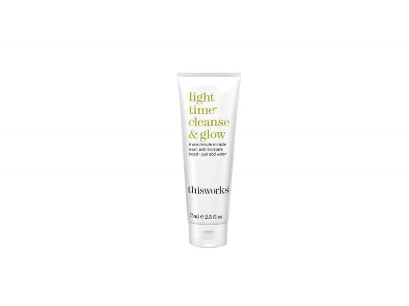 detergenti-viso-perche-usarli-come-si-scelgono-e-le-differenti-texture-ThisWorks_Light_Time_Cleanse_Glow