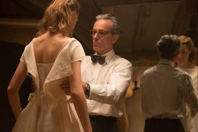 Il filo nascosto: numeri e curiosità dietro gli abiti del film