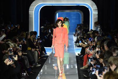 Moschino, il glamour extraterrestre per l'Inverno 2018
