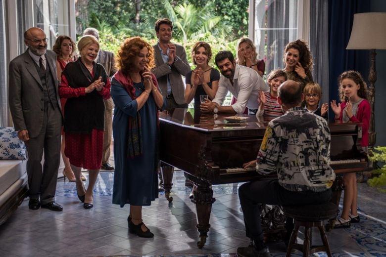 A chi piacerà (e a chi no) il nuovo film di Muccino, A casa tutti bene