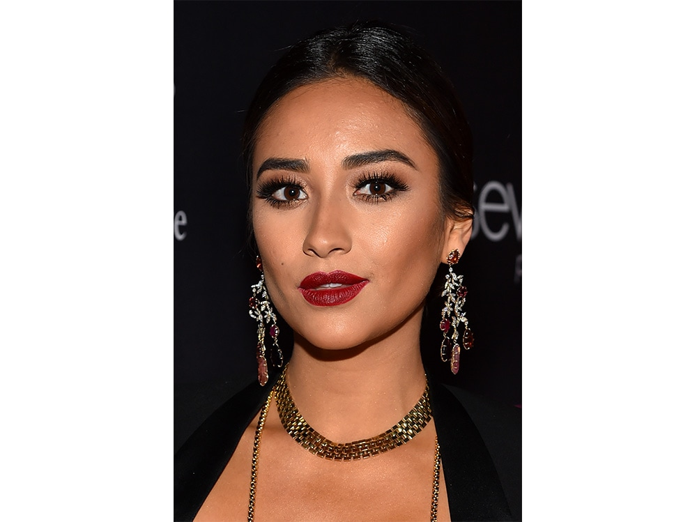 shay mitchell beauty look (1)