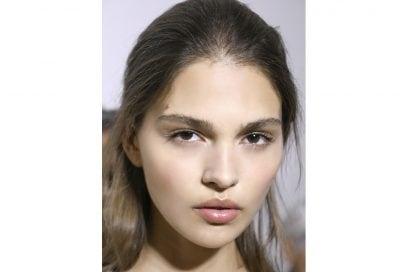 tendenze capelli riga primavera estate 2018 CAPELLI SENZA RIGA (4)