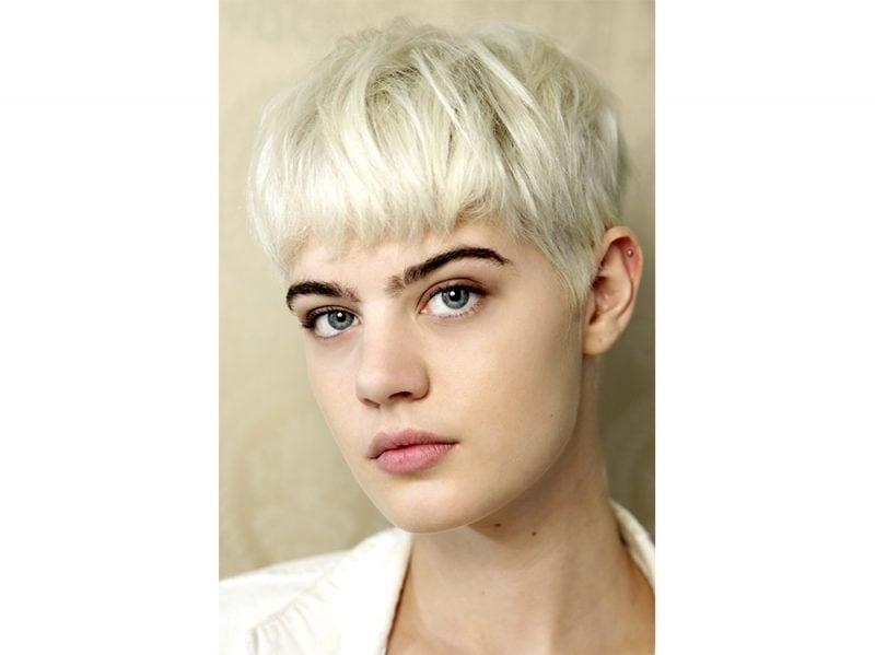 tendenze capelli riga primavera estate 2018 CAPELLI SENZA RIGA (8)