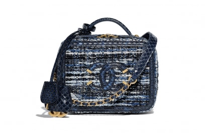 18P_A93342_Y83372_MC920_Tweed_and_leather_CHANEL_handbag_HD