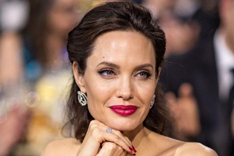 Angelina Jolie va a vivere a Londra con i figli per le riprese dal film Marvel (ma Brad Pitt non è affatto contento)