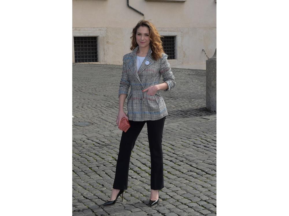 Isabella-Ragonese-in-Scervino