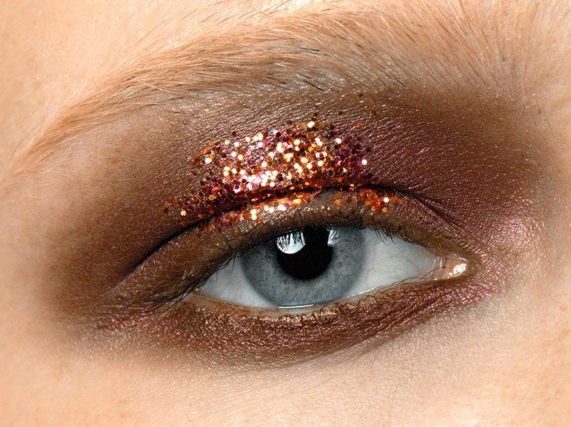 b9baf45bb317 Glitter per occhi  tutti i consigli su come applicarli e come toglierli