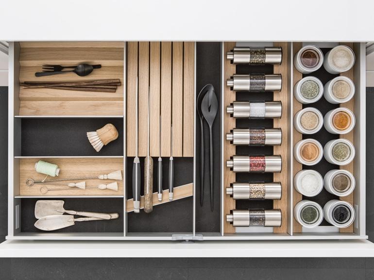 amazing-kitchen-accessories-brands_brown-wood-modular-kitchen-accessories_white-wood-kitchen-cabinet