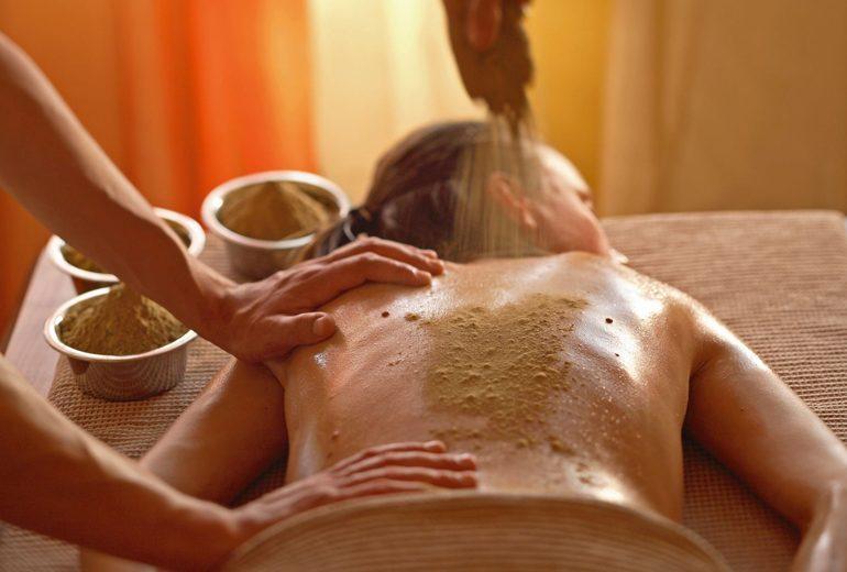 Più in forma, sani e felici con l'ayurveda: ecco come funziona