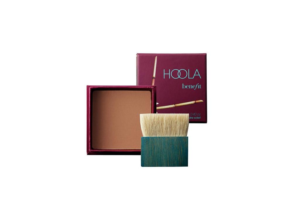 benefit cosmetics terra hoola paris jackson copia il look trucco glowy e labbra metallizzate (6)