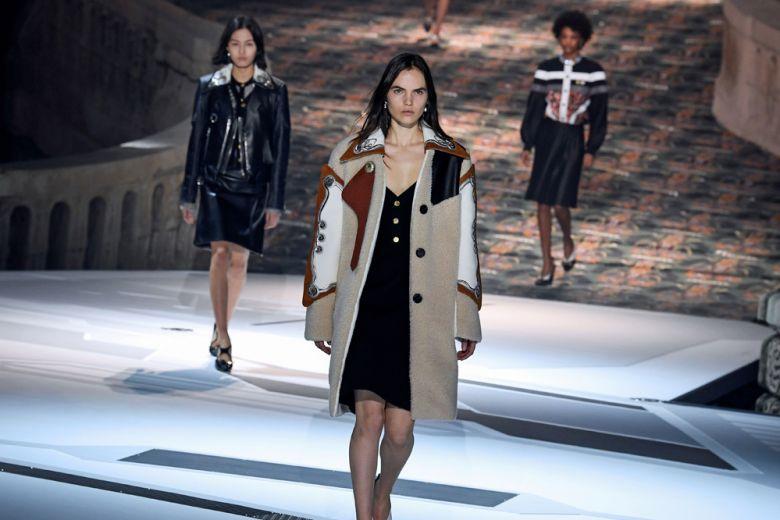 Louis Vuitton, elogio alla femminilità francese