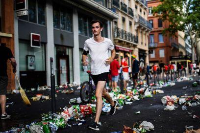 Si fa jogging raccogliendo immondizia: il plogging è lo sport dell'anno?