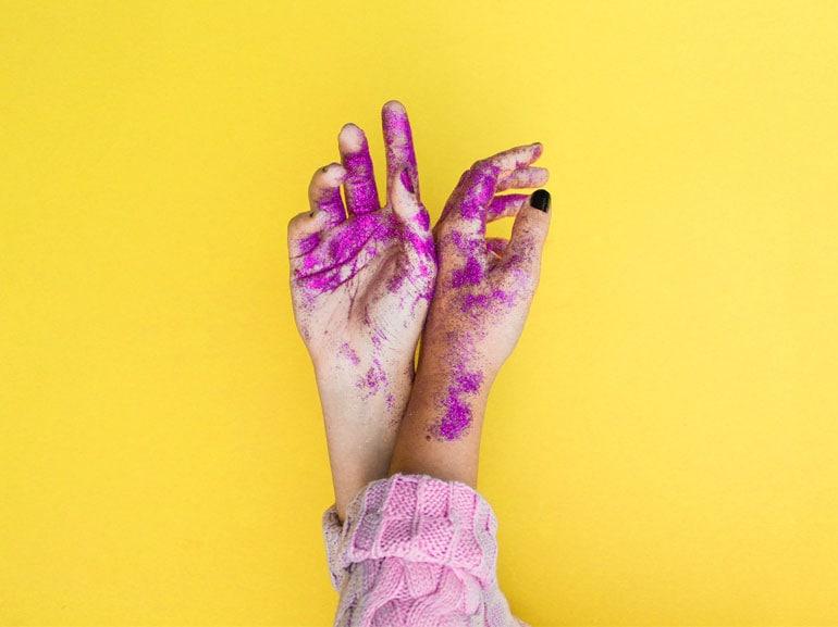 nail-art-2018-20-idee-da-copiare-unghie-alla-moda-tendenza-manicure-COVER-MOBILE