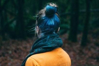 Oceanic brunette hair: la nuova tendenza capelli castano e blu