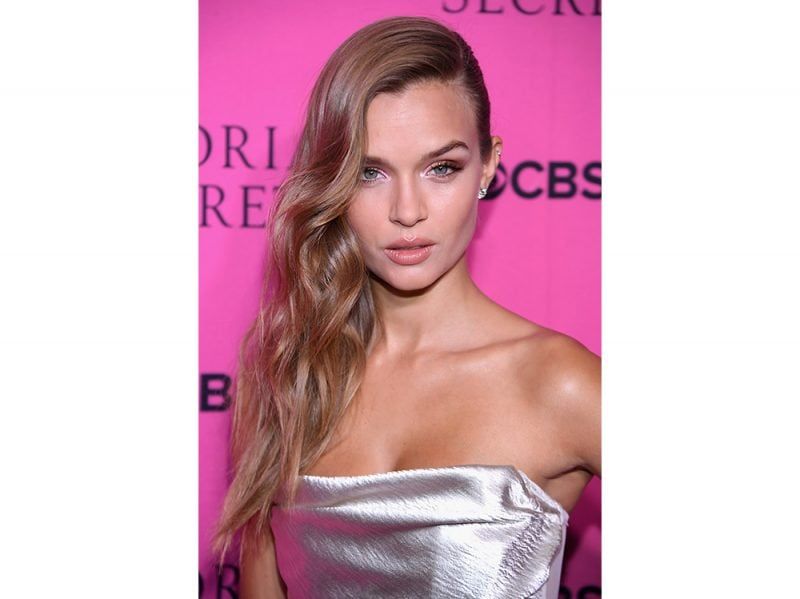 Josephine Skriver beauty look (16)