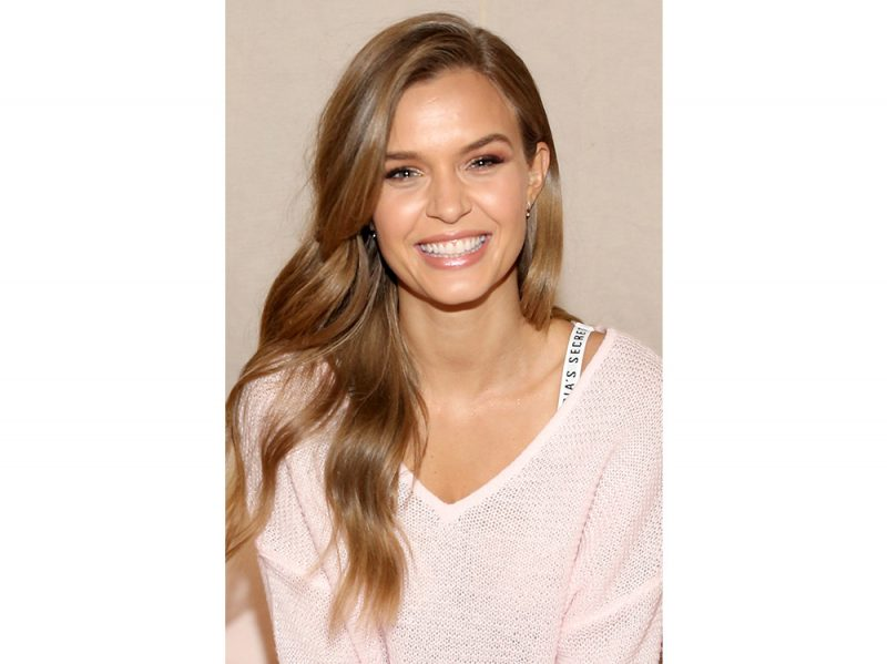 Josephine Skriver beauty look (18)