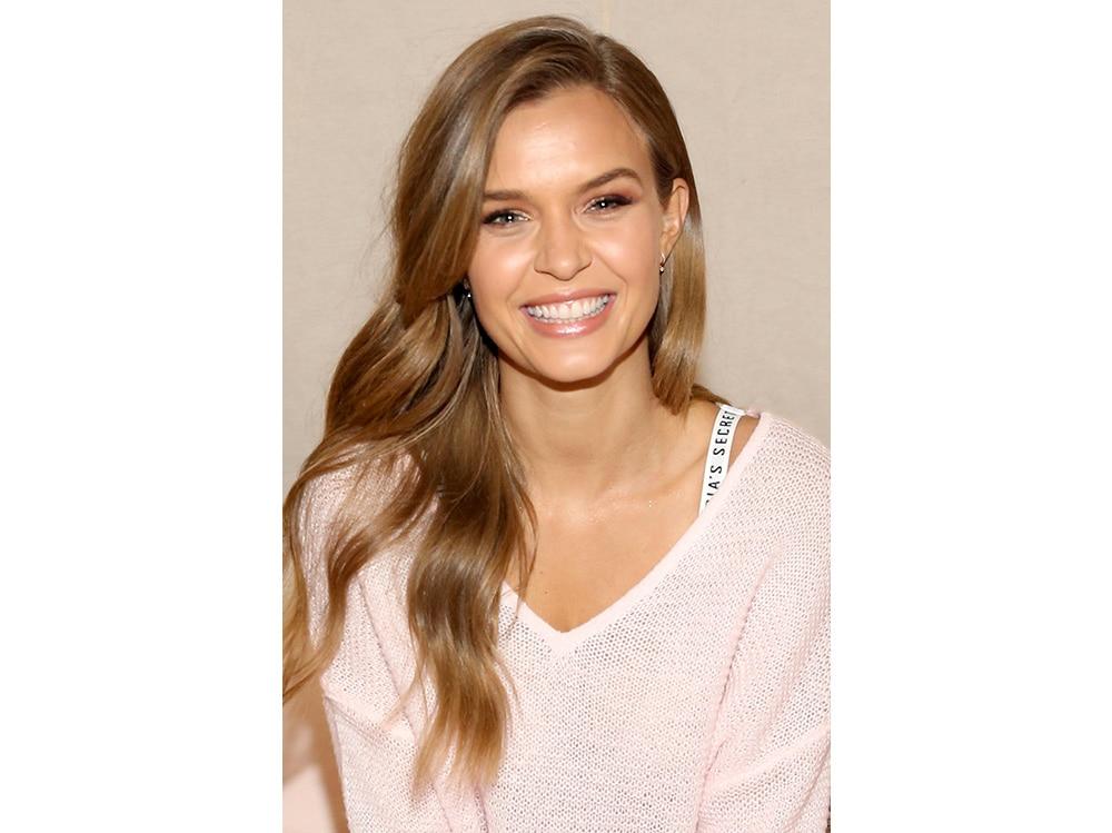 Josephine Skriver beauty look (18)