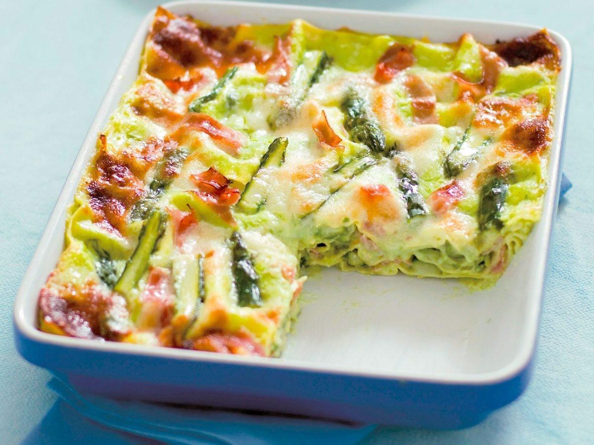 Pasta al forno con asparagi e prosciutto
