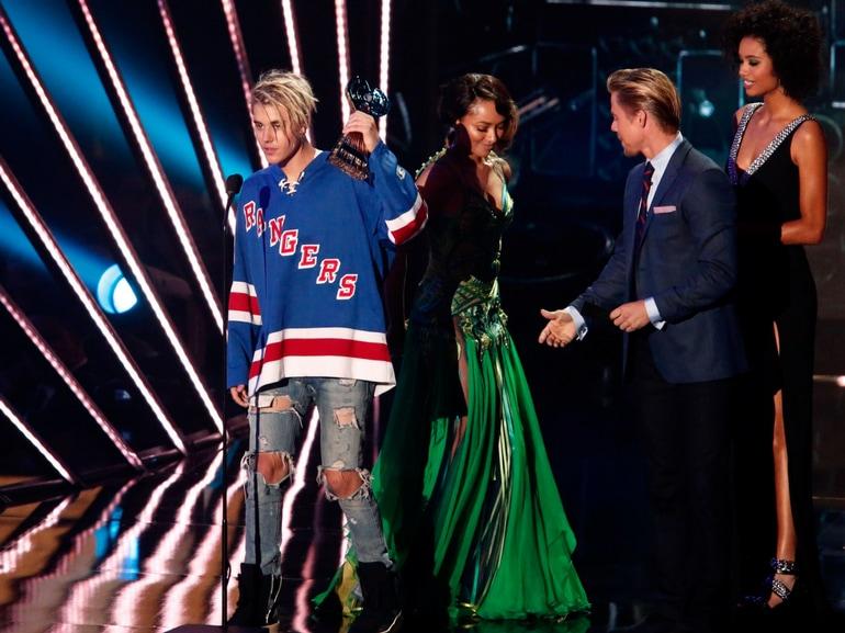 Tutto quello che dovreste sapere su Justin Bieber discografia successi curiosita amori flirt famiglia (12)