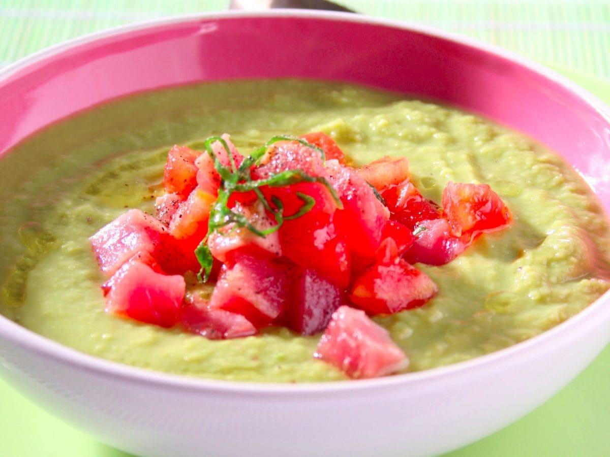 Zuppa di fave piselli asparagi e tonno