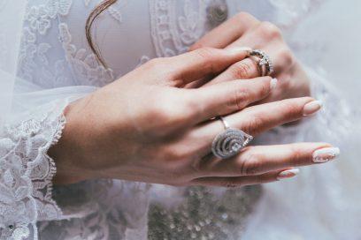 Unghie gioiello: le nail art più preziose del momento