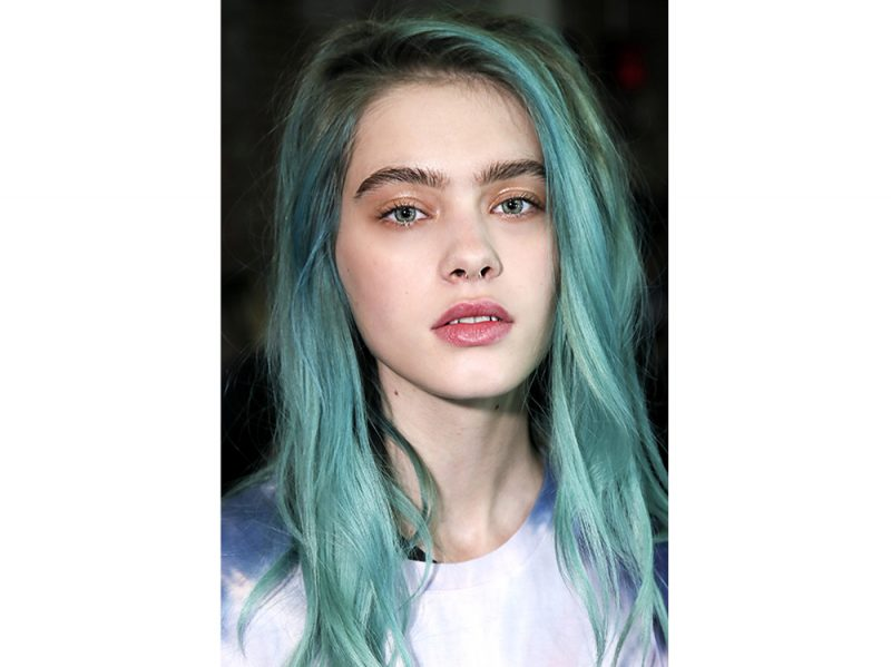 Capelli blu e azzurri  i migliori hair look per chi vuole un colore ... efdb67a9e017