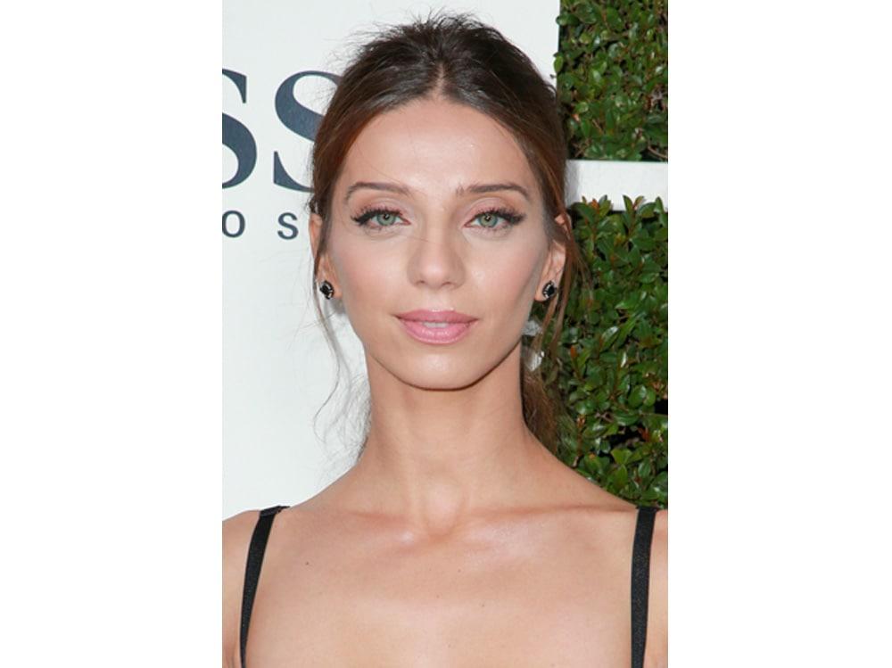 Angela Sarafyan beauty look (18)