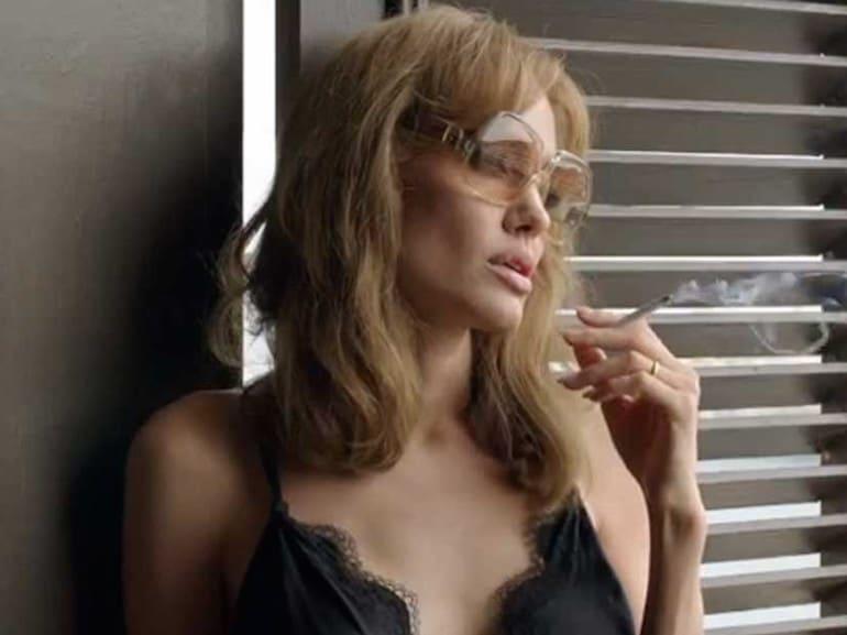 Angelina Jolie sigaretta