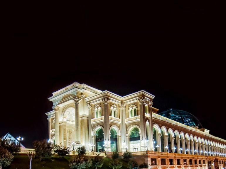 Arte cultura shopping avventura QATAR piccolo stato moderno e tradizione Al Hazm Luxury Mall