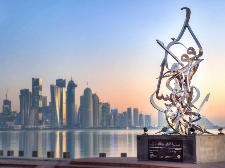 Arte cultura shopping avventura QATAR piccolo stato moderno e tradizione vista da La Corniche