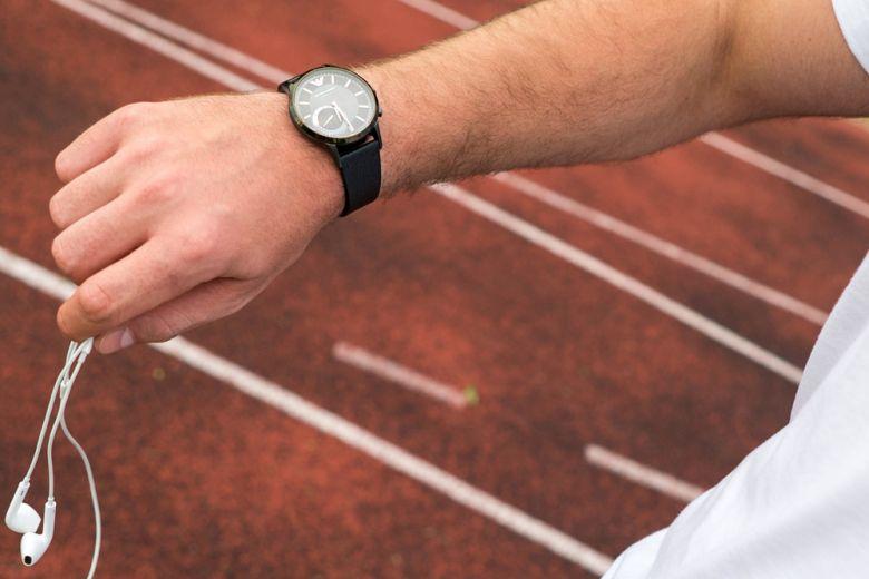 Allenarsi? Un gioco da ragazzi con gli Hybrid Smartwatches Emporio Armani