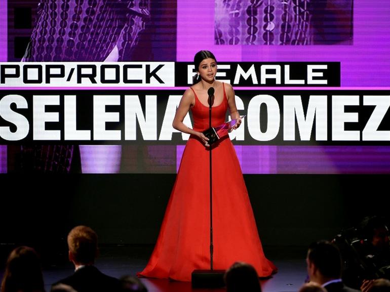 Selena Gomez carriera successi amori curiosita dieta sport album film MOBILE
