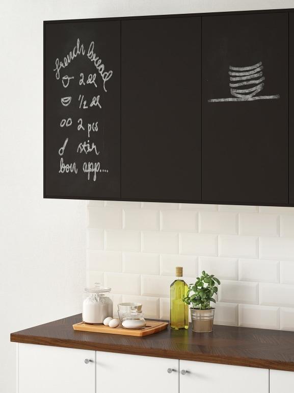 8 idee per arredare la casa con il nero - Lavagna cucina ikea ...