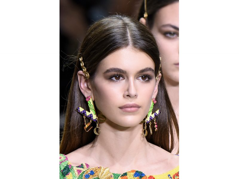 capelli-gli-accessori-estivi-per-impreziosire-la-chioma-Versace_clp_W_S18_MI_178_2802467