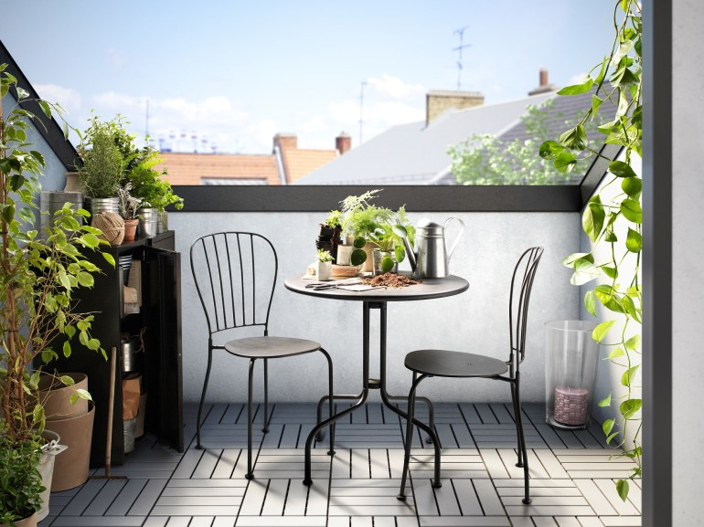 läckö-table2-chairs-