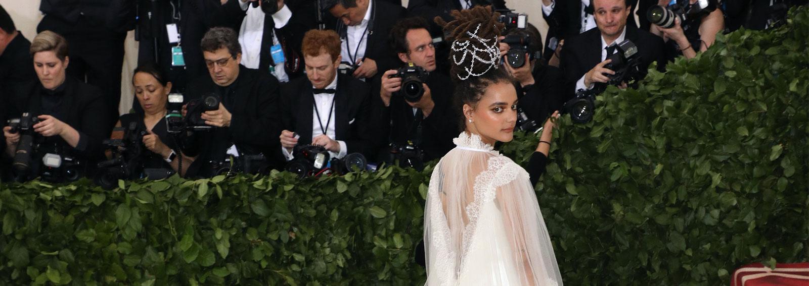 sasha-lane-beauty-look-capelli-make-up-cover-dekstop