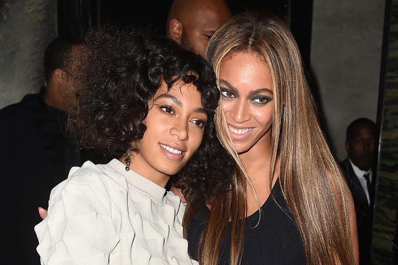 La mamma di Beyoncé ha mandato Solange in analisi per non farla crescere con senso di inferiorità