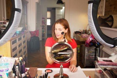 Clio Zammatteo: «Ho iniziato con i tutorial di trucco su YouTube, ora vivo a New York»