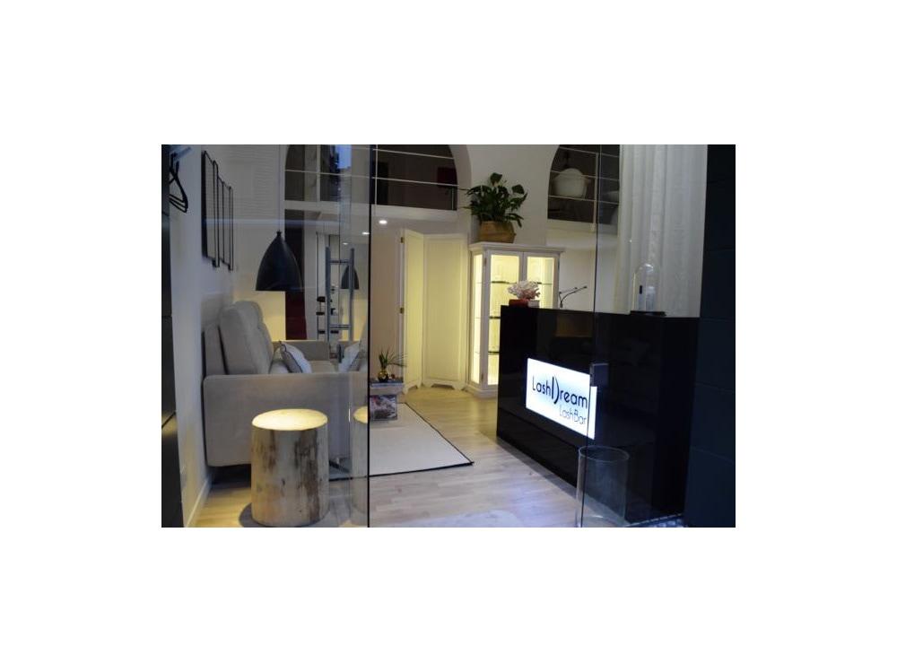 cinque-indirizzi-per-sopracciglia-perfette-a- Milano-Salone_LashBar_1-1