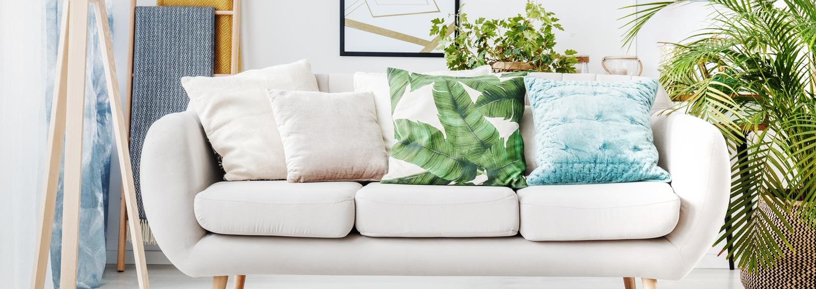Come Abbellire Un Divano come arredare il salotto partendo dal divano bianco